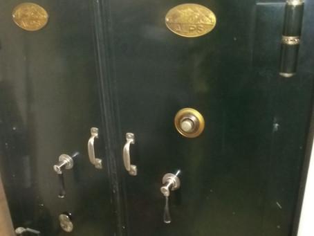 仙台市若林区 古い業務用金庫 鍵穴の解錠 特殊錠