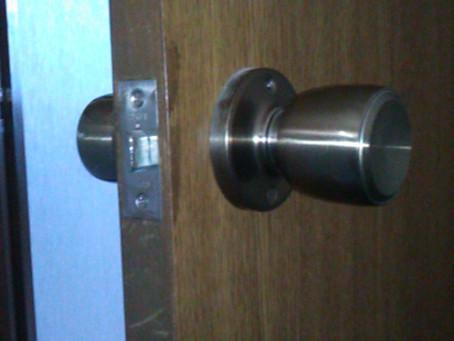 越谷市 室内 鍵のついていないドアを鍵付きに 加工と交換