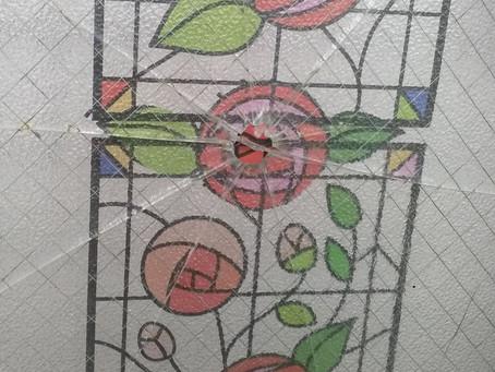 相模原市南区 窓ガラス 割れかえ 今までそのままにしていたが直したい