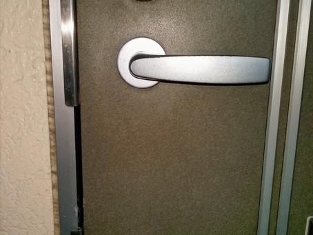 名取市 玄関 解錠と交換 鍵穴にいたずら
