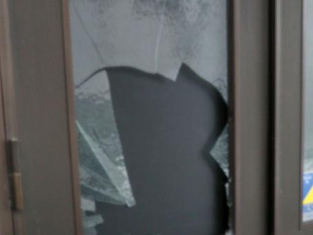 春日井市 工場 ガラス 割れかえ 飛散防止のために網入りに交換