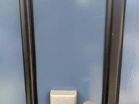 三郷市 玄関 徘徊防止のために鍵の取り付け