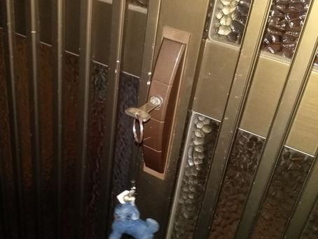 名取市 玄関 引き違い戸 鍵交換