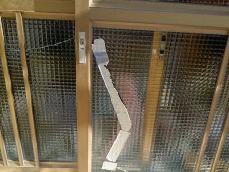 瀬戸市 玄関 ガラス割れかえ 放置していたが手を怪我してしまったので交換