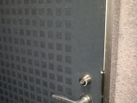 伊賀市 玄関 鍵解錠 のぞき窓から開け作業