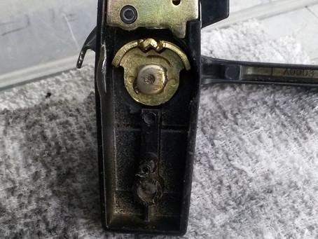 刈谷市 窓の鍵 クレセント錠 修理 バネが切れている