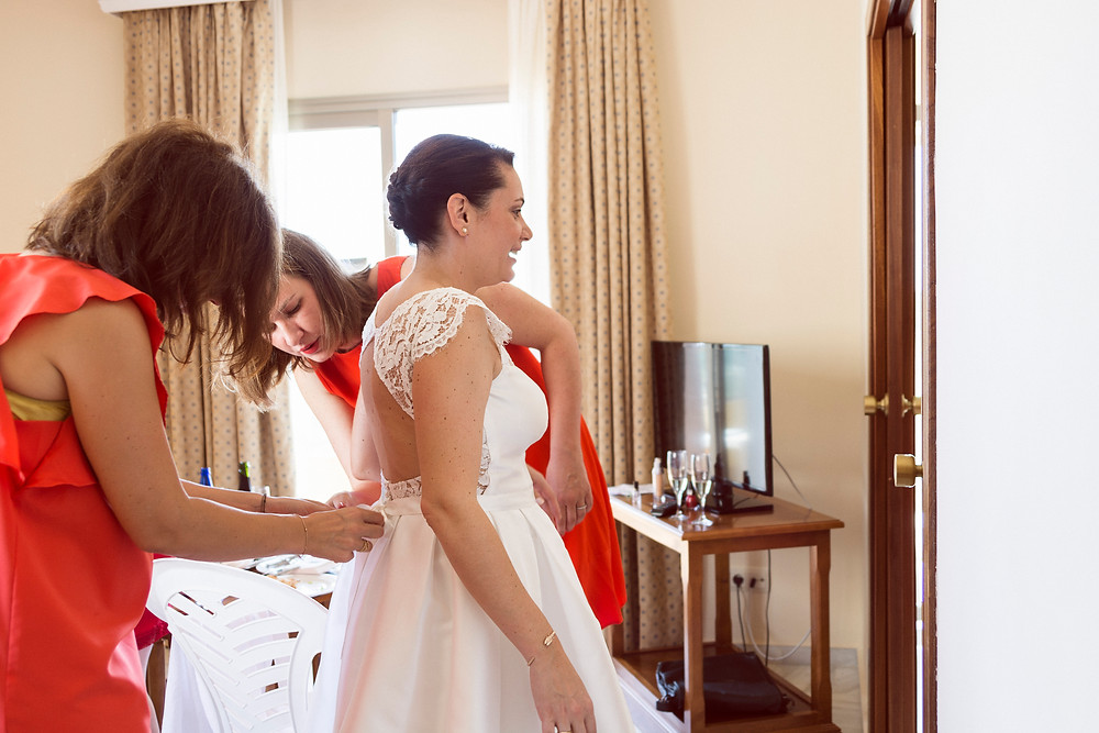 the bride and the maids of honor getting ready for the international wedding in Malaga