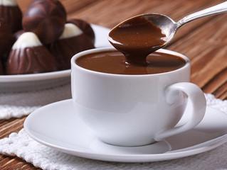 Inverno pede chocolate quente