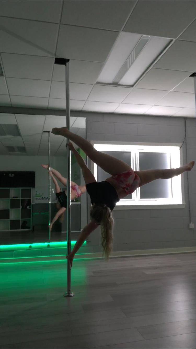 Melissa on the pole