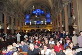 Pendant une messe pour les jeunes