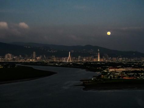 Worshipping the Moon Goddess 中秋節