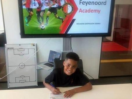 Hobencito Dapheson Sierra a firma cu e gigantenan di Feyenoord