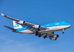 Pasaheronan di KLM a haci procudera di test na Aeropuerto.