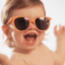 παιδί και γυαλιά ηλίου