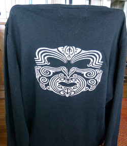 Pull masque Maori