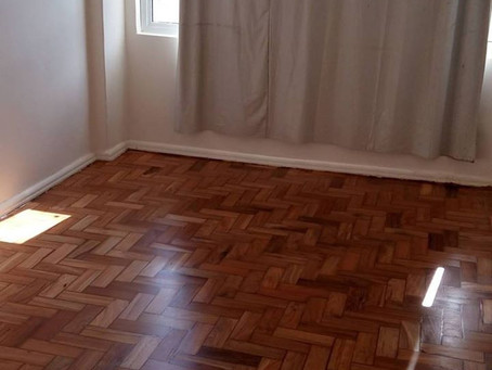 raspagem de piso de madeira taco