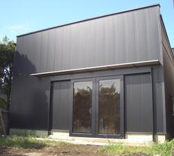 黒い箱の家