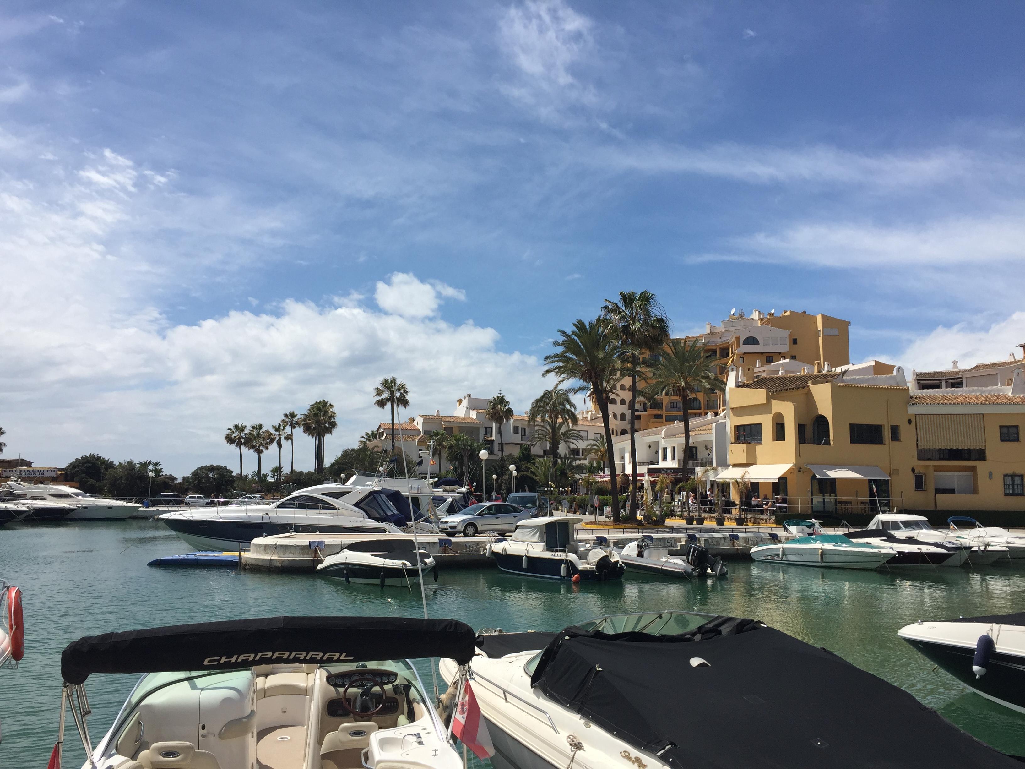 Порт и пляж Кабопино