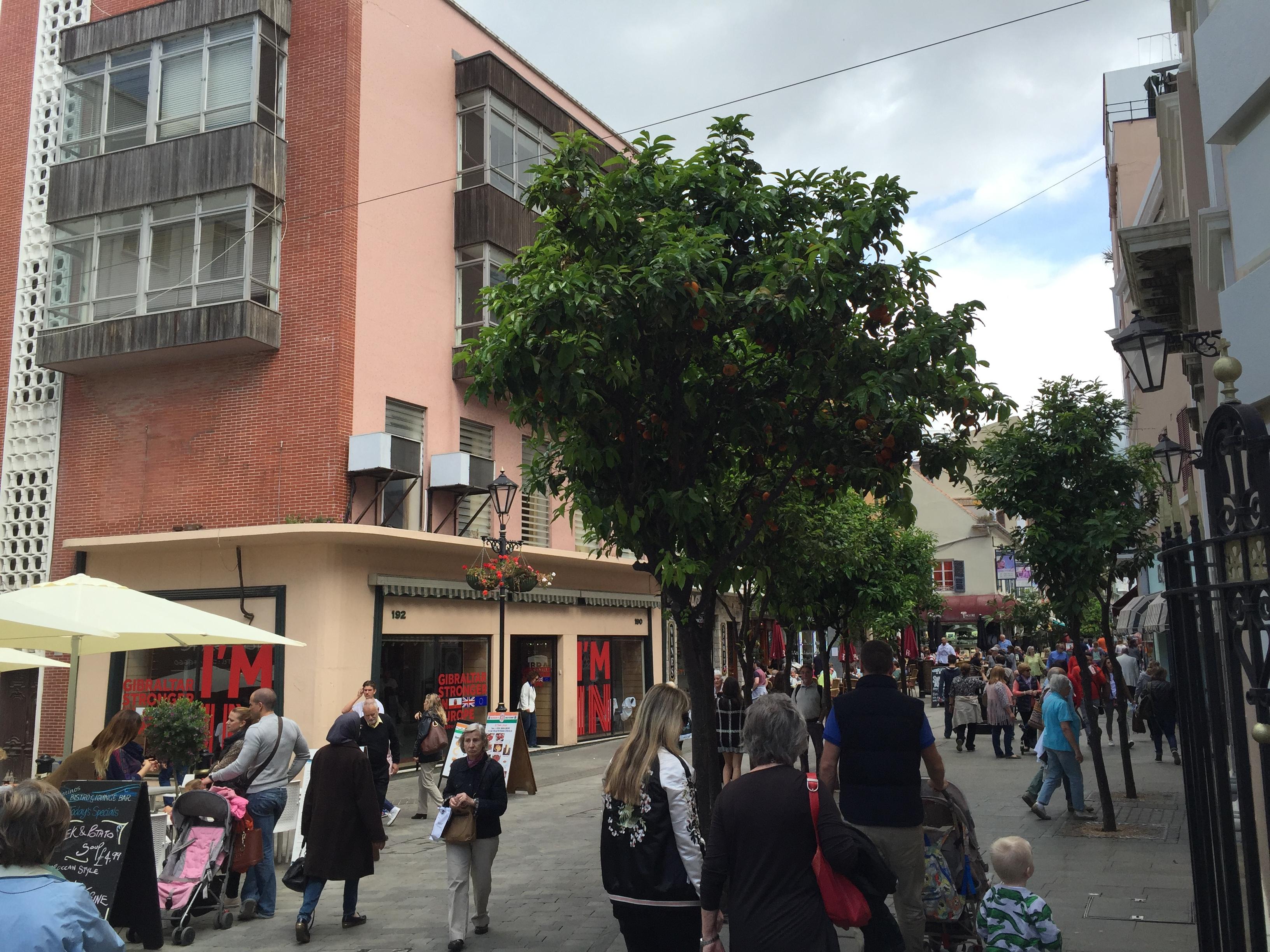 Фото-отчет о Гибралтаре.Main Street.