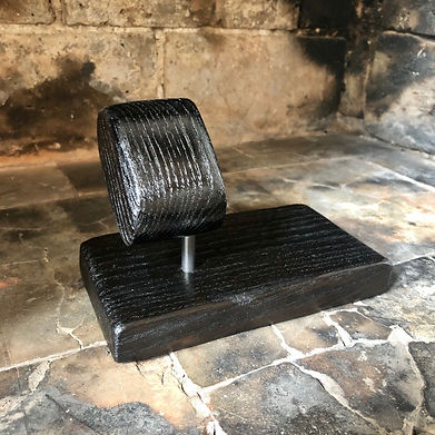 Porte montre en bois brûlé avec vide poche
