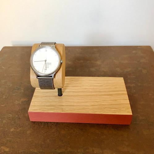 porte montre coloré avec vide poche