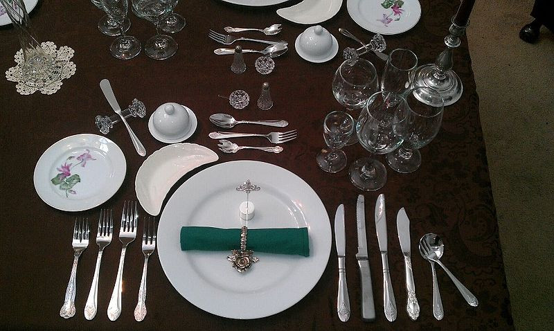 An image of a formal place setting.