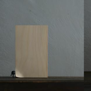 ゼルコヴァに宿った葉の中にあるんだね (left) 一つ目の風がつくった音や香りを 次の風が連れてくる (right)  It's in the leaves of Zelkova isn't it? (left) The next wind brings the sound and scent created by the first wind. (right)  16.5 x 4.5 x 23.5 cm (left) 15 x 5 x 21.5 cm (right) 木 / wood 2015