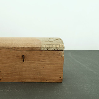 """sculpture on vintage / antique box 2014  遠い国の遠い時代からkrankが持ちかえったアンティークやヴィンテージのアイテムに少しだけ新しい風景を加えさせていただくシリーズ  A series of works collaborating withantique / vintage items that one and only shop """"krank/marcello"""" brings back from distant eras of distant countries."""