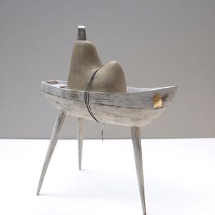 boat 02  13 x 7 x 15.5 cm 木 / wood, 手術用縫合糸 / surgical thread 2009