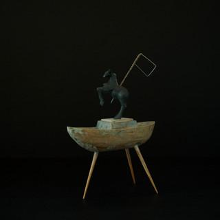 アナンの頭にあったのは ビビの言った あの峠を越えれば という言葉だけだった  All that Annan had in mind was Bibi's words to cross that pass.  15.5 x 6.5 x 21 cm 木 / wood, 鉄 / metal 2012