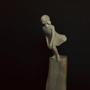 直径3メートルほどの小降りな風は 彼女に何か囁くと優雅な尾鰭で彼女の頬を撫でて消えた  A small breeze about 3 meters in diameter whispered to her and patted her cheek with an elegant caudal fin, and disappeared.  14 x 8 x 35 cm 木 / wood 2019