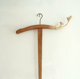 """sculpture on vintage / antique hanger 2013  遠い国の遠い時代からkrankが持ちかえったアンティークやヴィンテージのアイテムに少しだけ新しい風景を加えさせていただくシリーズ  A series of works collaborating withantique / vintage items that one and only shop """"krank/marcello"""" brings back from distant eras of distant countries."""