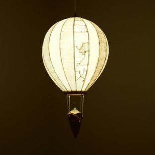 Op.1Nr.9 (collaboration work w/ Yasushi Nakayama)  34 x 34 x 44 cm 木 / wood, 電球 / light bulb, 古布 / vintage cloth 2019