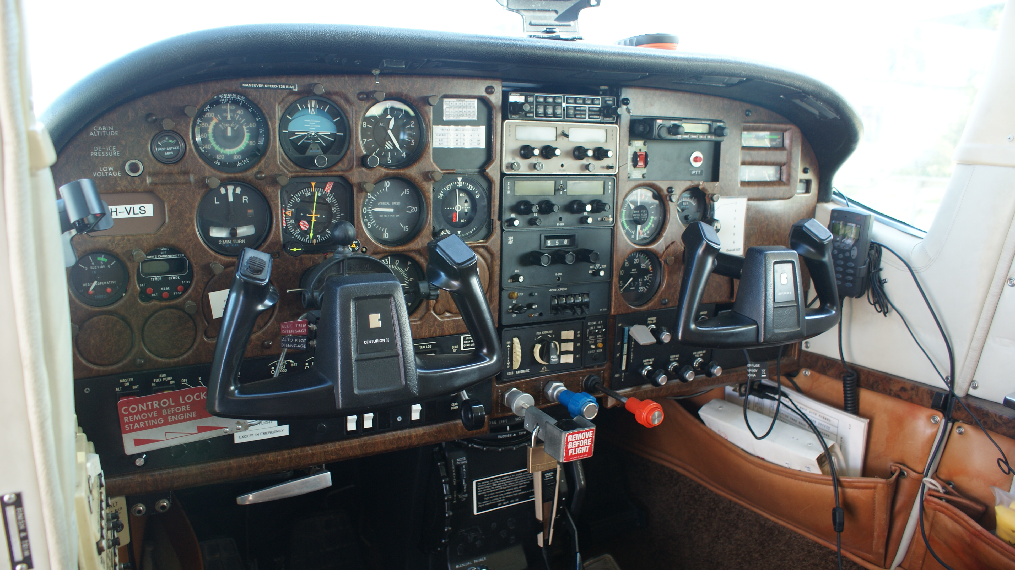 Cessna 210 Instruments