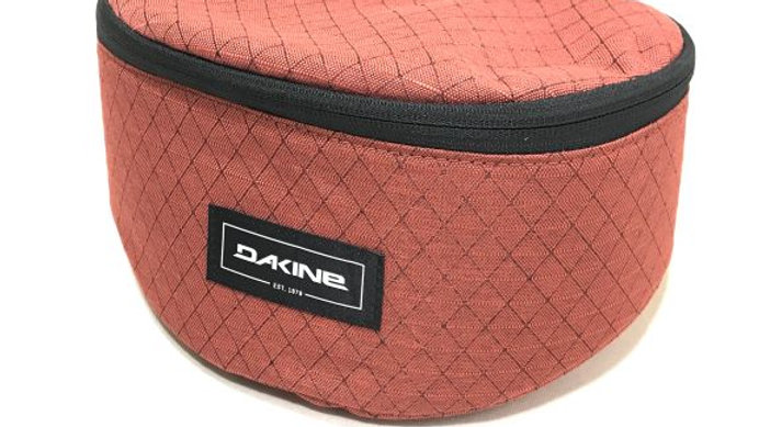 DAKINE GOGGLE STASH DRD Deep Red  : 大切なレンズを守るゴーグルケース