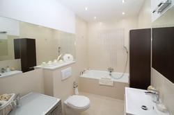 bathroom-2094733