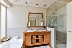 bathroom-2132342