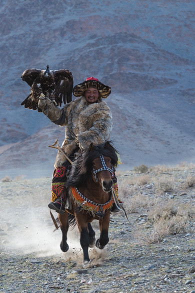 Mongolia Eagle Hunter 8.jpg