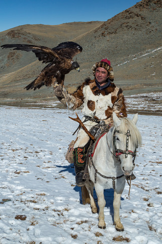 Mongolia Eagle Hunter 30.jpg