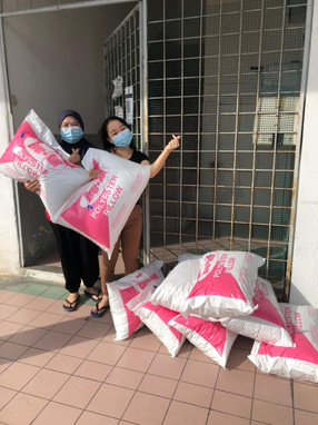 New pillows to the Cancer Patients