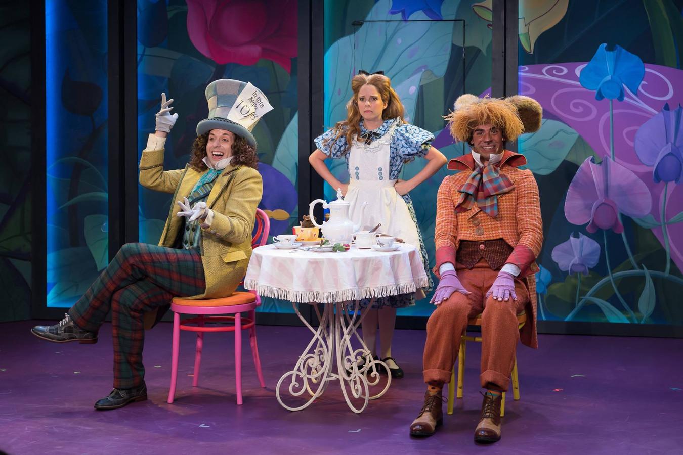 Alice In Wonderland, 2016