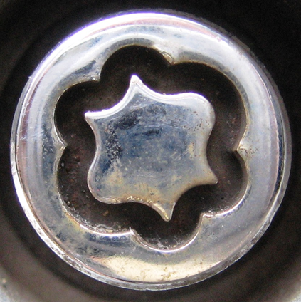 Ford locking wheel nut - earlier flower design