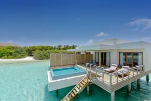 В номере виллы на курорте Dhigali Maldives