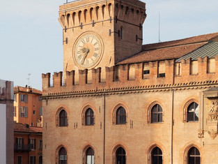 Болонья: вновь открылась часовая башня на Пьяцца Маджоре