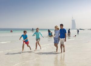 23% школьников отправятся в путешествие на каникулах, из них большинство — за границу