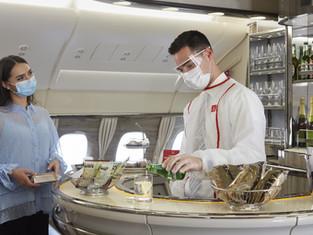 Эмирейтс возвращает фирменные услуги на борту