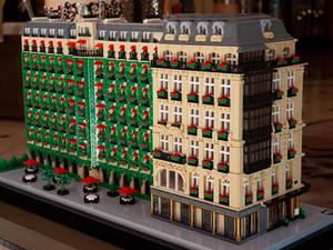 Копия Hôtel Plaza Athénée из LEGO