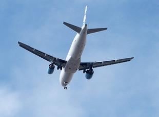 Большинство путешественников впервые летали на самолёте в раннем детстве