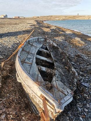 Сотрудники нацпарка «Русская Арктика» спасли от разрушения старую шлюпку
