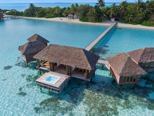 Conrad Maldives Rangali Island – встреча с Сантой, white party и круиз на закате с дельфинами